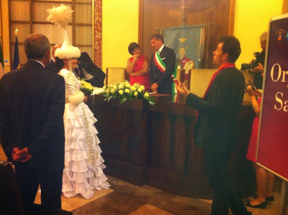 Matrimonio In Kazakistan : Salerno gambi ospite d onore nozze italo kazake di mario